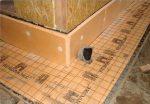 Как правильно сделать утепленную отмостку вокруг дома – ширина, глубина, как и из чего сделать, утепленная, мягкая, из бетона, тротуарной плитки, брусчатки, порядок изготовления