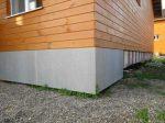 Как сделать завалинку у кирпичного дома – Утепление фундамента деревянного дома снаружи: пенопласт, керамзит
